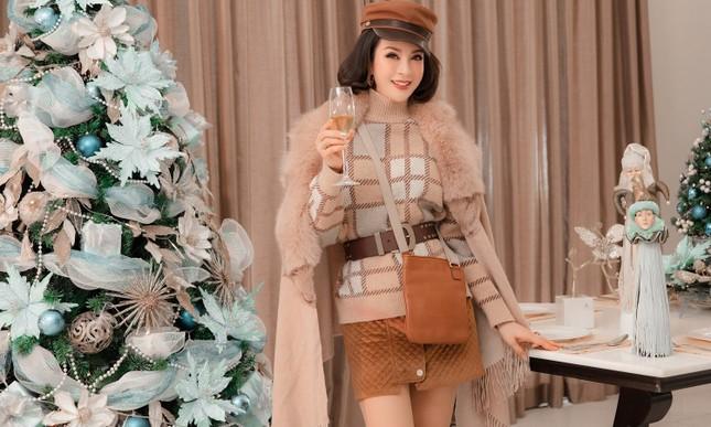 MC Thanh Mai khoe dáng gợi cảm trong biệt thự triệu đô mùa Giáng Sinh ảnh 6