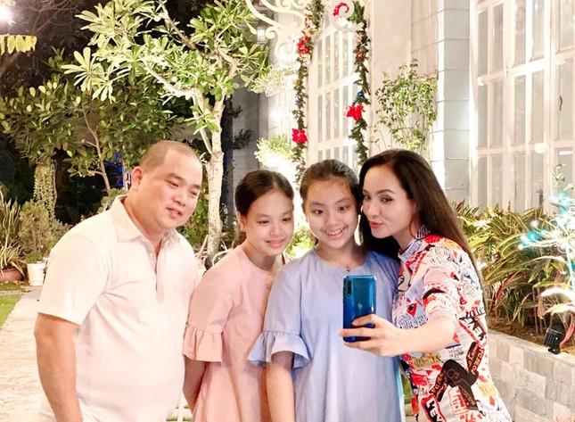 Ngất ngây ngắm loạt biệt thự của sao Việt lộng lẫy đón Giáng Sinh ảnh 2