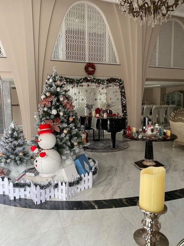 Ngất ngây ngắm loạt biệt thự của sao Việt lộng lẫy đón Giáng Sinh ảnh 6