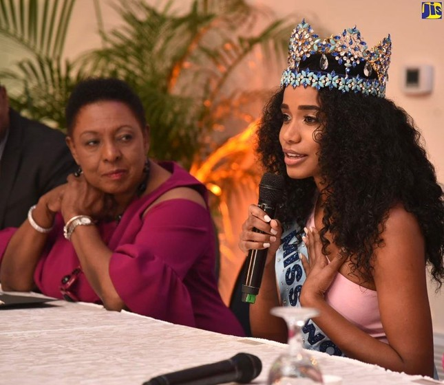 Hoa hậu thế giới được thủ tướng Jamaica chào đón khi về thăm quê nhà ảnh 5
