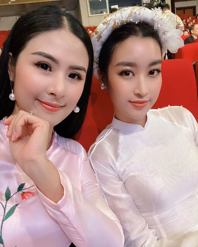 Tiểu Vy khoe eo thon 'cực phẩm', H'Hen Niê bật mí muốn thử sức làm diễn viên ảnh 9