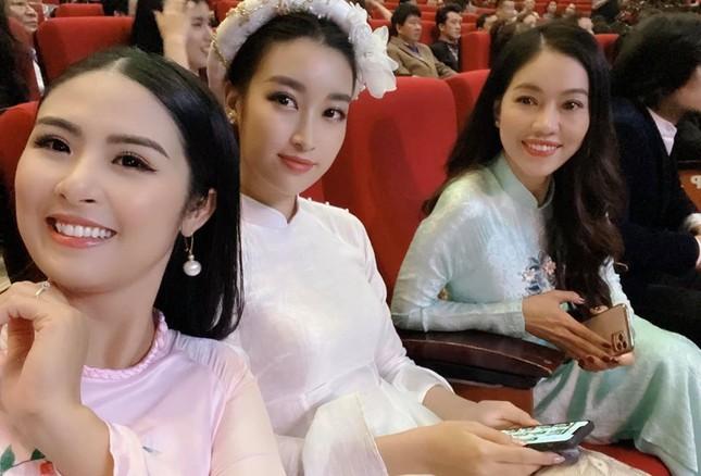 Tiểu Vy khoe eo thon 'cực phẩm', H'Hen Niê bật mí muốn thử sức làm diễn viên ảnh 10