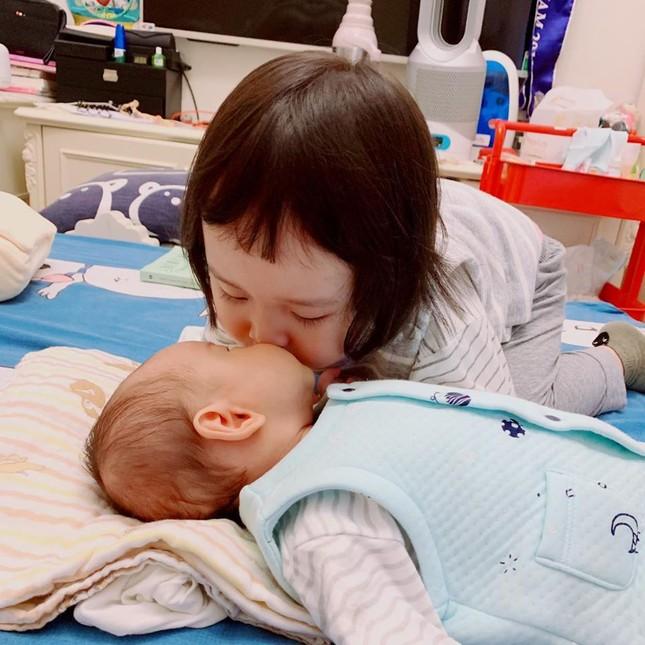 Minh Tú 'bỏng mắt' với bikini, Á hậu Thanh Tú thon thả sau khi sinh con ảnh 12
