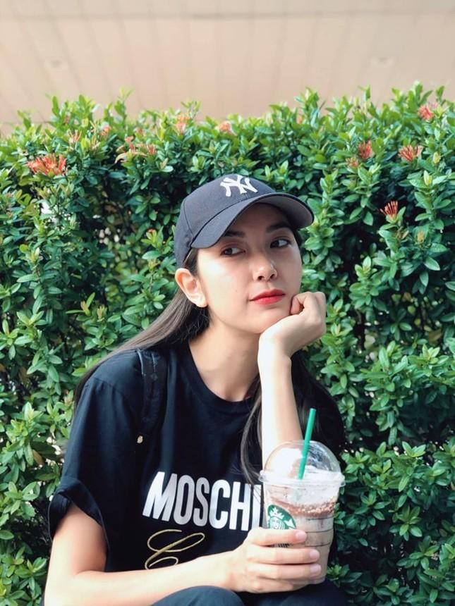 Minh Tú 'bỏng mắt' với bikini, Á hậu Thanh Tú thon thả sau khi sinh con ảnh 11