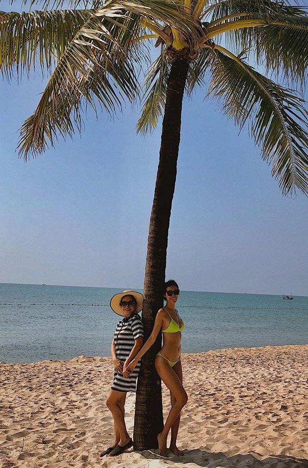 Minh Tú 'bỏng mắt' với bikini, Á hậu Thanh Tú thon thả sau khi sinh con ảnh 5