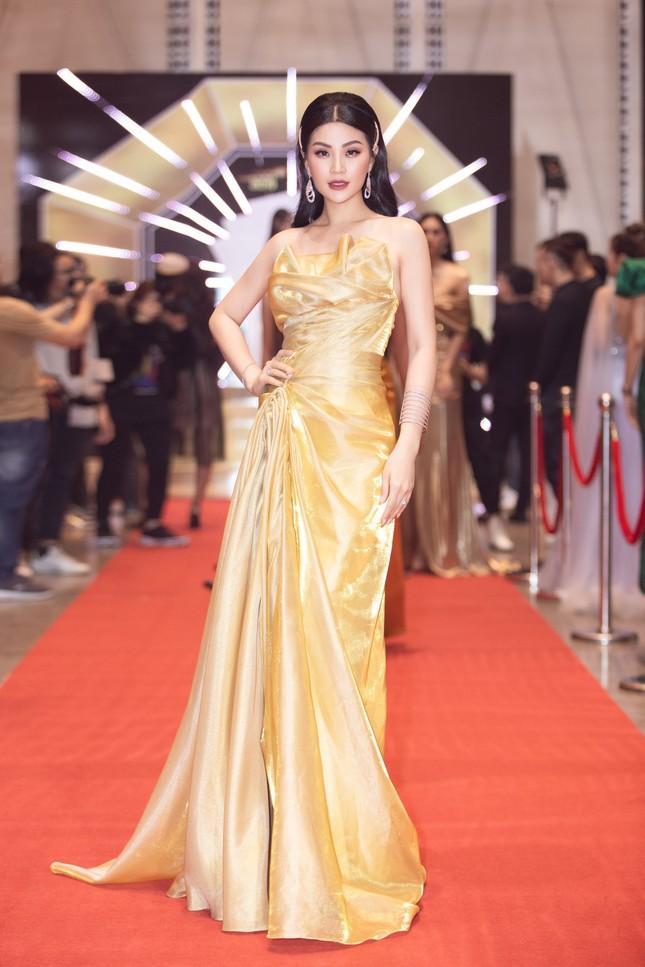 Dàn Hoa- Á hậu diện trang phục đồng điệu, khoe sắc nóng bỏng trên thảm đỏ ảnh 9