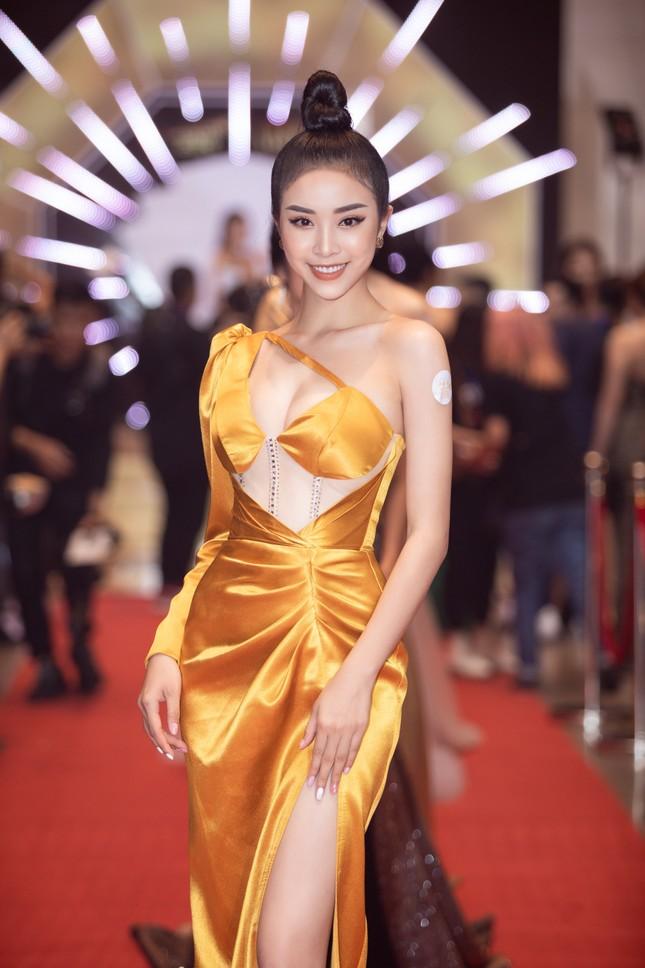 Dàn Hoa- Á hậu diện trang phục đồng điệu, khoe sắc nóng bỏng trên thảm đỏ ảnh 10