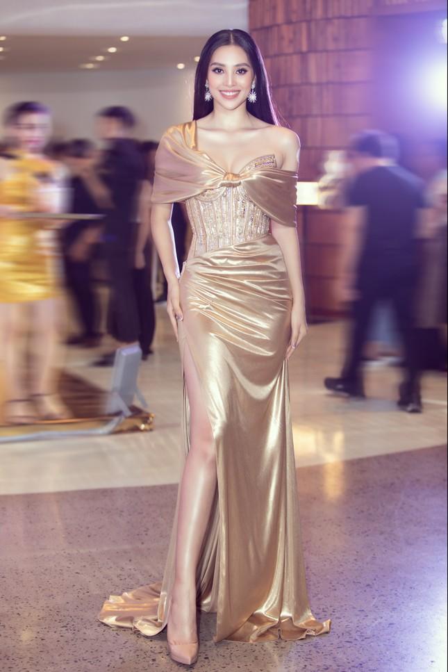 Dàn Hoa- Á hậu diện trang phục đồng điệu, khoe sắc nóng bỏng trên thảm đỏ ảnh 2