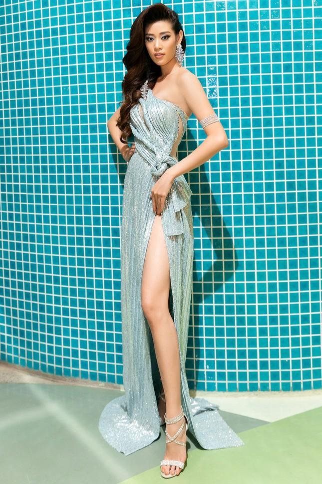 Hoa hậu Khánh Vân, Á hậu Kim Duyên 'bất phân thắng bại' với váy xẻ sexy ảnh 5