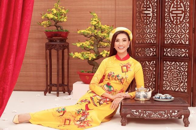 Khánh Vân, Kim Duyên, Thuý Vân diện áo dài 'đám cưới chuột' trong bộ ảnh Tết ảnh 4