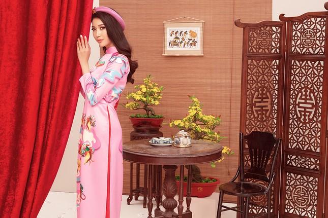 Khánh Vân, Kim Duyên, Thuý Vân diện áo dài 'đám cưới chuột' trong bộ ảnh Tết ảnh 6