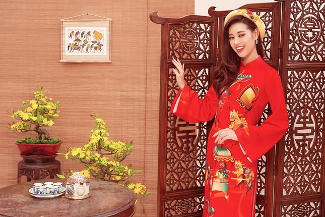 Khánh Vân, Kim Duyên, Thuý Vân diện áo dài 'đám cưới chuột' trong bộ ảnh Tết ảnh 3
