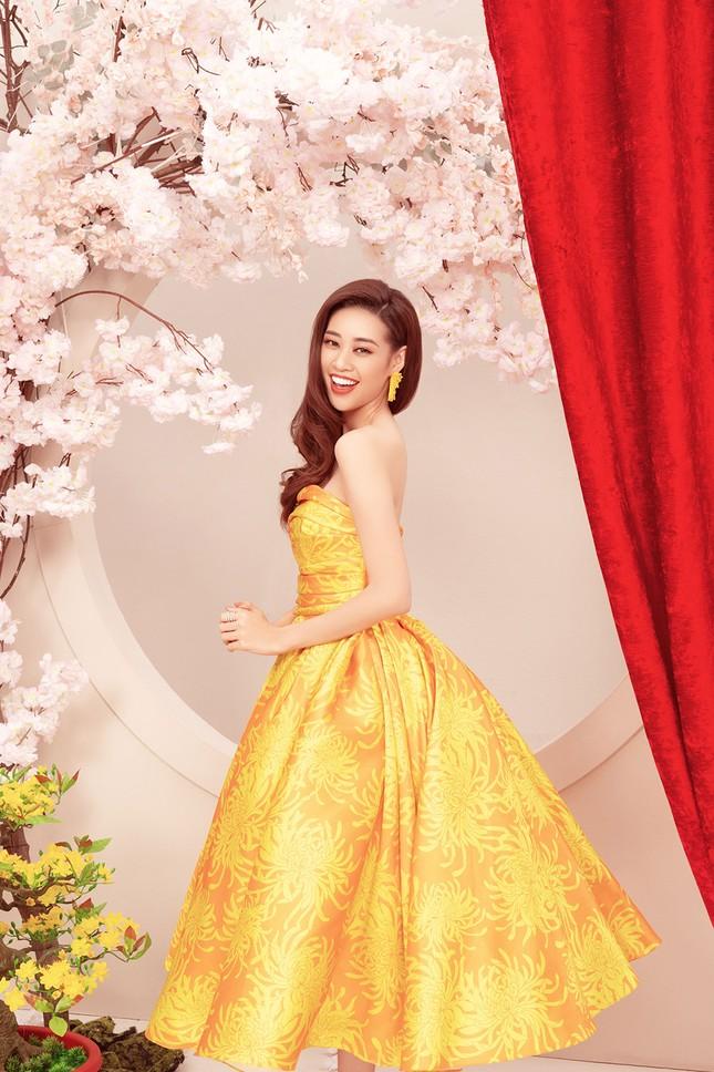 Khánh Vân, Kim Duyên, Thuý Vân diện áo dài 'đám cưới chuột' trong bộ ảnh Tết ảnh 9