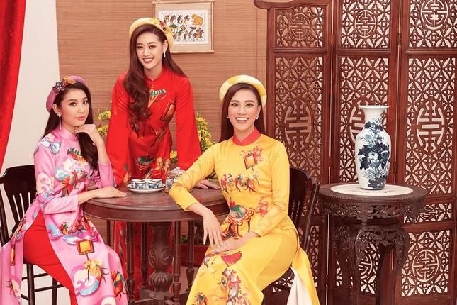 Khánh Vân, Kim Duyên, Thuý Vân diện áo dài 'đám cưới chuột' trong bộ ảnh Tết ảnh 7