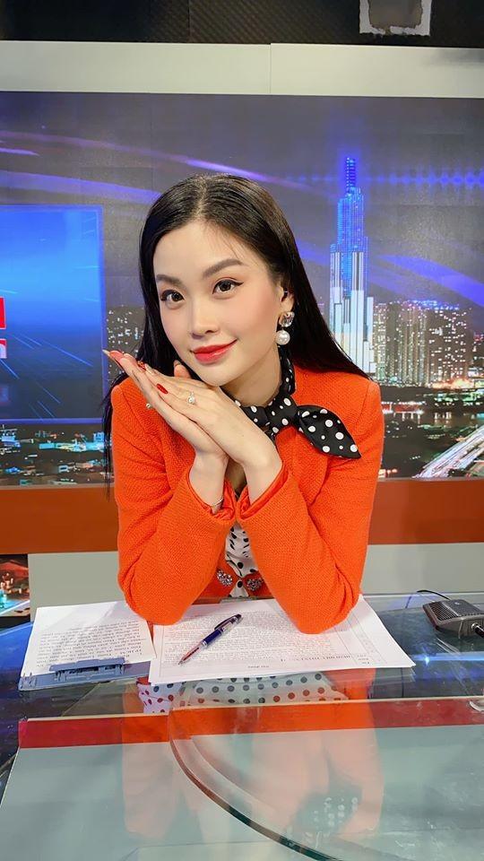 Dàn Hoa hậu, Á hậu tất bật trang hoàng nhà cửa để đón Tết ảnh 11