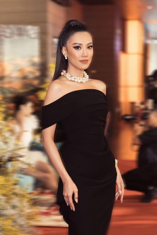 Hoa hậu Ngọc Hân khoe ảnh ăn tất niên cùng cầu thủ Tiến Linh khiến fan 'ghen tỵ' ảnh 9