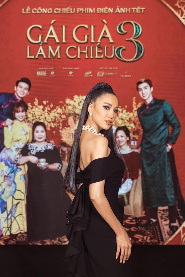 Hoa hậu Ngọc Hân khoe ảnh ăn tất niên cùng cầu thủ Tiến Linh khiến fan 'ghen tỵ' ảnh 10
