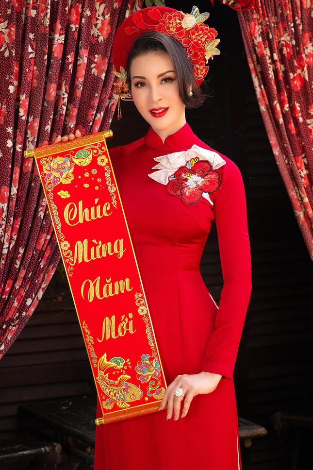 MC Thanh Mai diện áo dài Tết rực rỡ, trẻ đẹp 'không tì vết' ở tuổi 46 ảnh 6