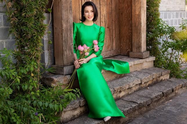 MC Thanh Mai diện áo dài Tết rực rỡ, trẻ đẹp 'không tì vết' ở tuổi 46 ảnh 9