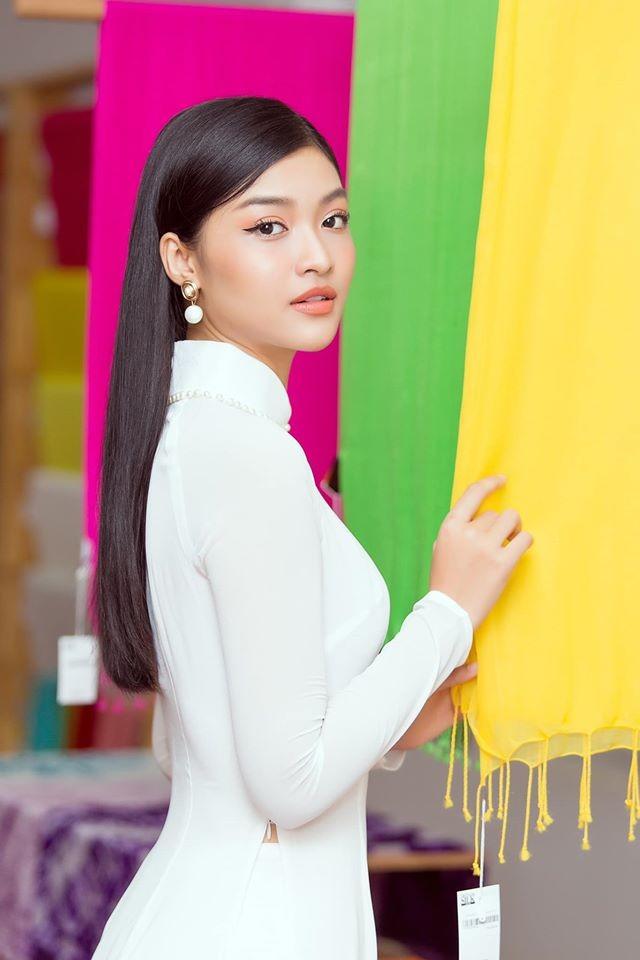 Hình ảnh Hoa hậu Khánh Vân lì xì đại gia đình khiến fans thích thú ảnh 15
