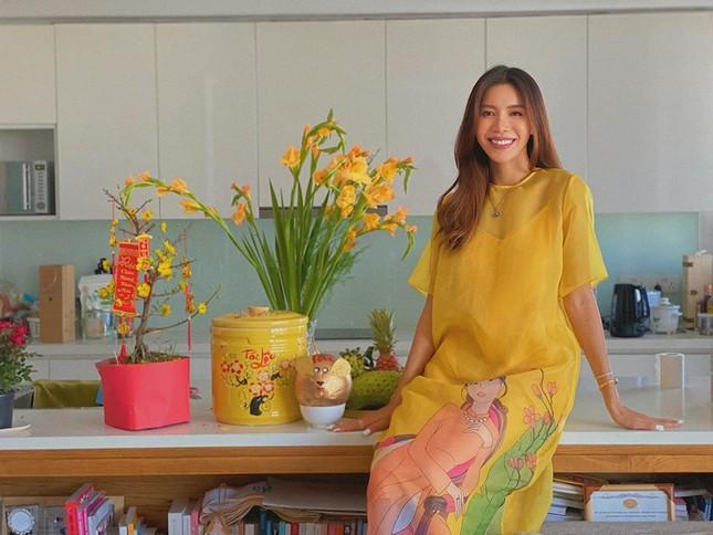 Hình ảnh Hoa hậu Khánh Vân lì xì đại gia đình khiến fans thích thú ảnh 10