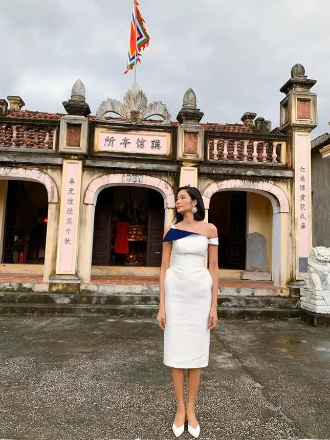 Hình ảnh Hoa hậu Khánh Vân lì xì đại gia đình khiến fans thích thú ảnh 13