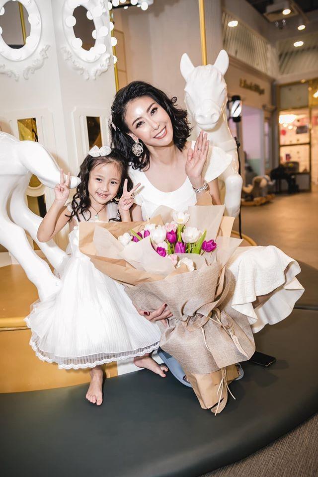 Những lần mặc đồ đôi 'chất như nước cất' của Hà Kiều Anh và con gái út ảnh 12