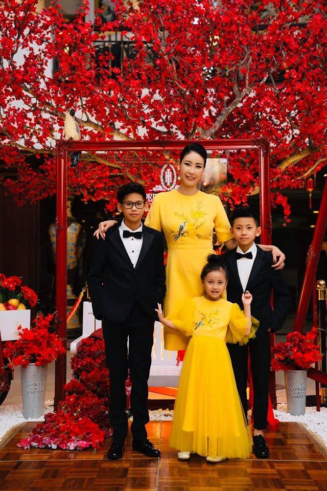 Những lần mặc đồ đôi 'chất như nước cất' của Hà Kiều Anh và con gái út ảnh 6