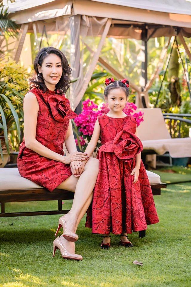 Những lần mặc đồ đôi 'chất như nước cất' của Hà Kiều Anh và con gái út ảnh 1