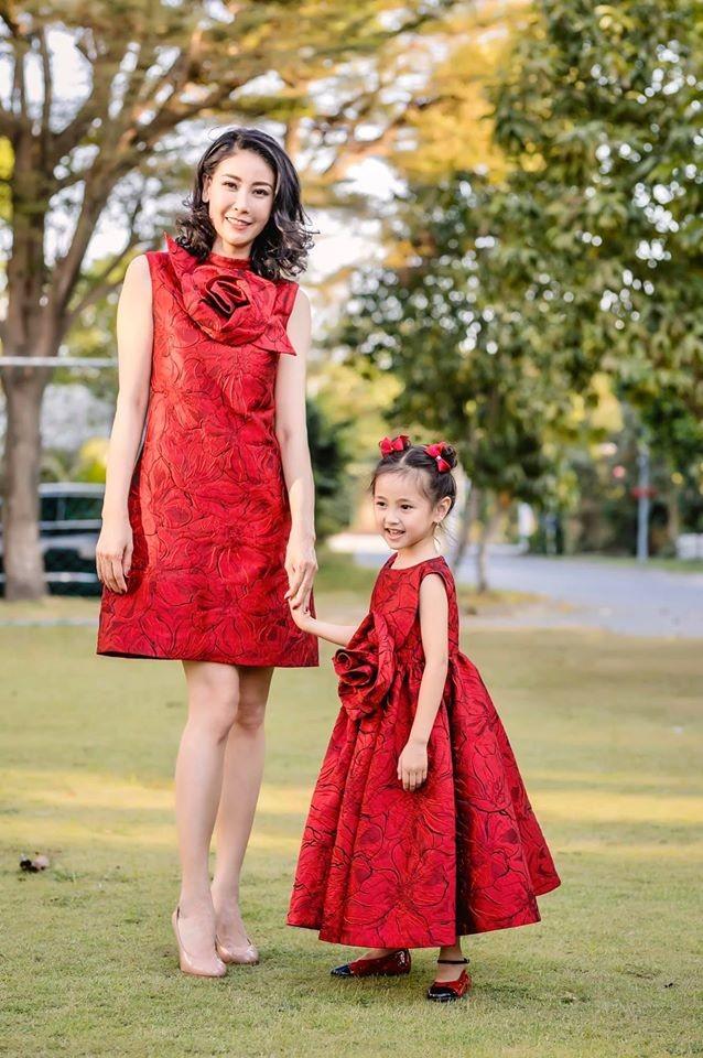 Những lần mặc đồ đôi 'chất như nước cất' của Hà Kiều Anh và con gái út ảnh 2