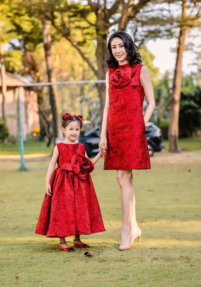 Những lần mặc đồ đôi 'chất như nước cất' của Hà Kiều Anh và con gái út ảnh 3