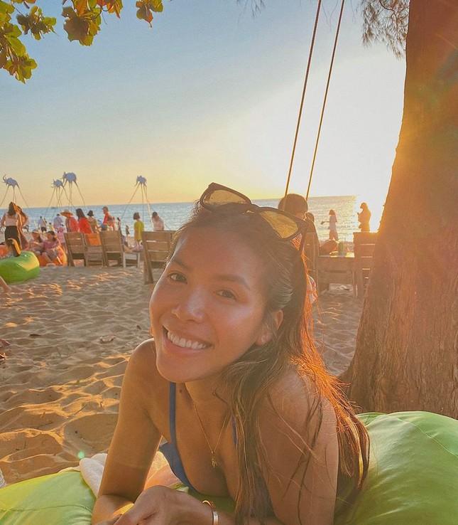 Minh Tú mặc bikini nóng bỏng, tiếp tục 'thả thính' cực mạnh dịp đầu năm mới ảnh 2
