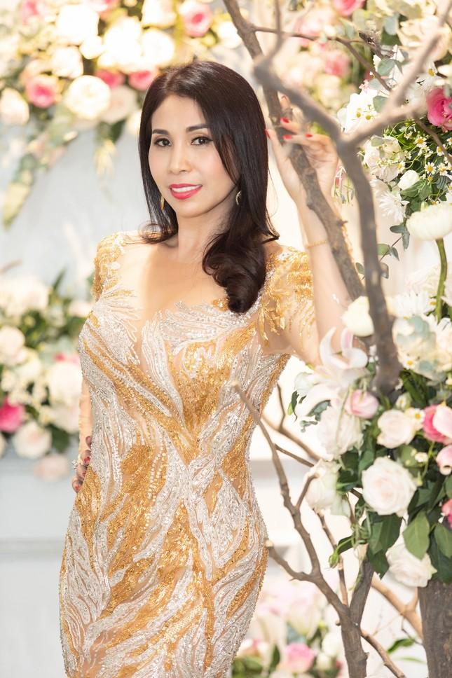 Hoa hậu Giáng My, em gái Lý Hùng đọ dáng gợi cảm với váy xuyên thấu ảnh 4