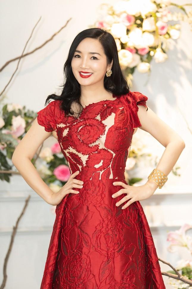 Hoa hậu Giáng My, em gái Lý Hùng đọ dáng gợi cảm với váy xuyên thấu ảnh 3