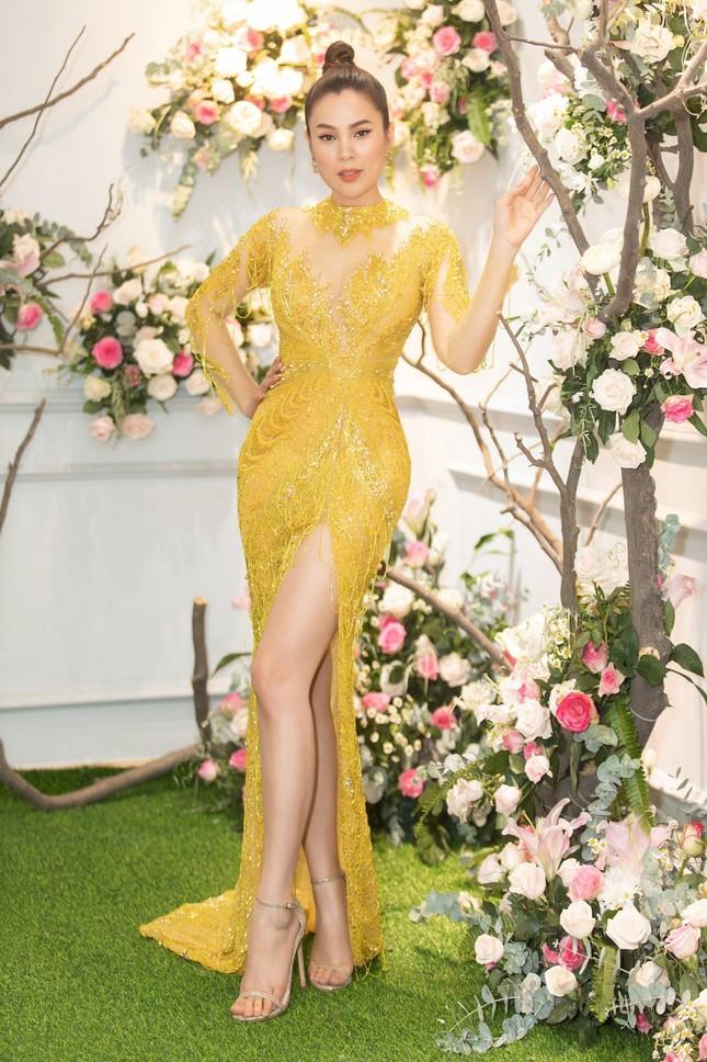 Hoa hậu Giáng My, em gái Lý Hùng đọ dáng gợi cảm với váy xuyên thấu ảnh 11