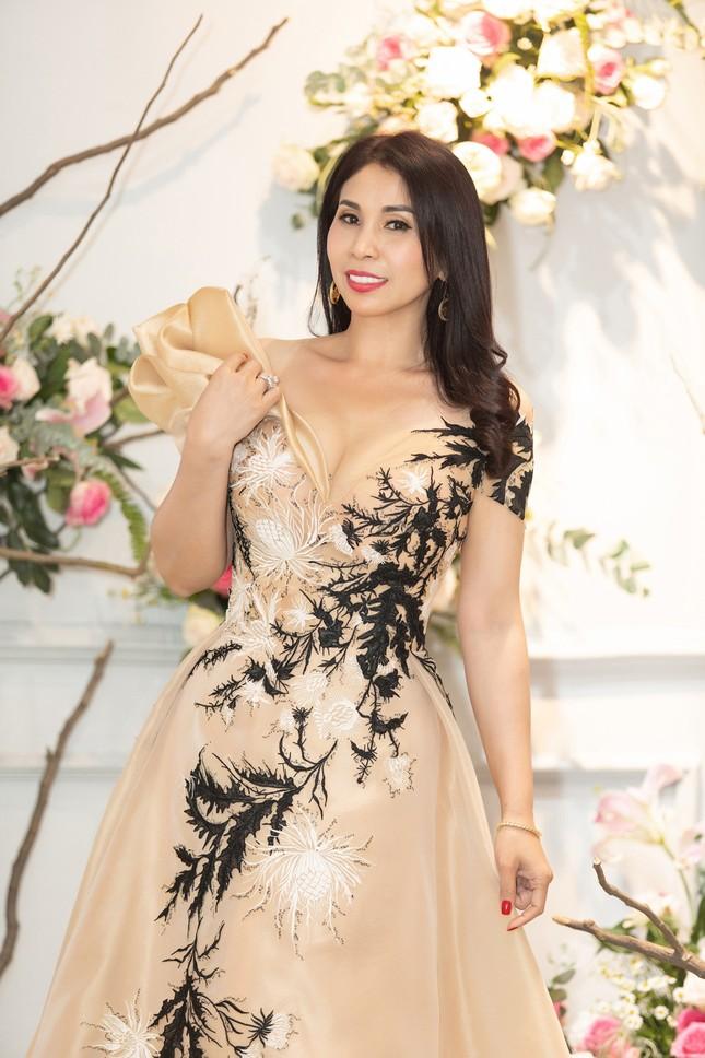 Hoa hậu Giáng My, em gái Lý Hùng đọ dáng gợi cảm với váy xuyên thấu ảnh 5