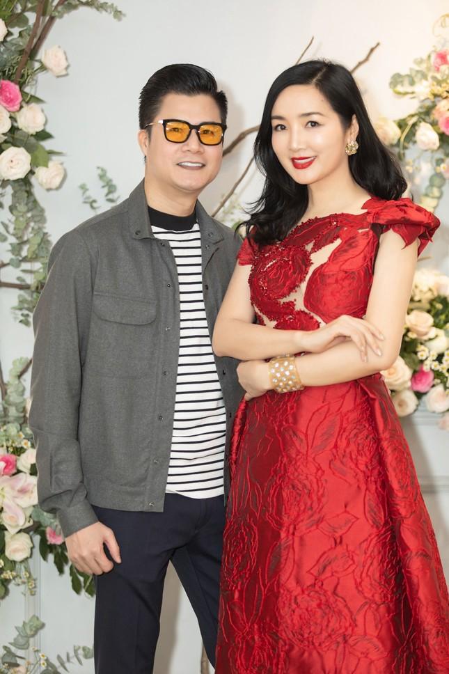 Hoa hậu Giáng My, em gái Lý Hùng đọ dáng gợi cảm với váy xuyên thấu ảnh 9