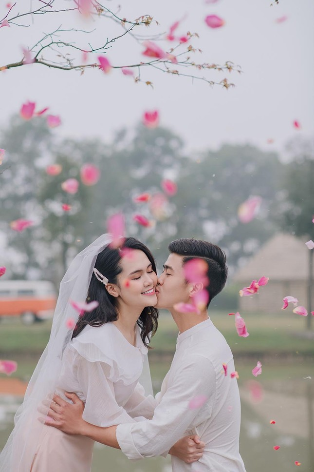 Duy Mạnh - Quỳnh Anh tung ảnh cưới lãng mạn ngay trước đám cưới ảnh 1