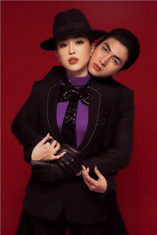 Tú Anh được chồng tặng xe, Tiểu Vy tự mua soccola tặng mình ngày Valentine ảnh 12