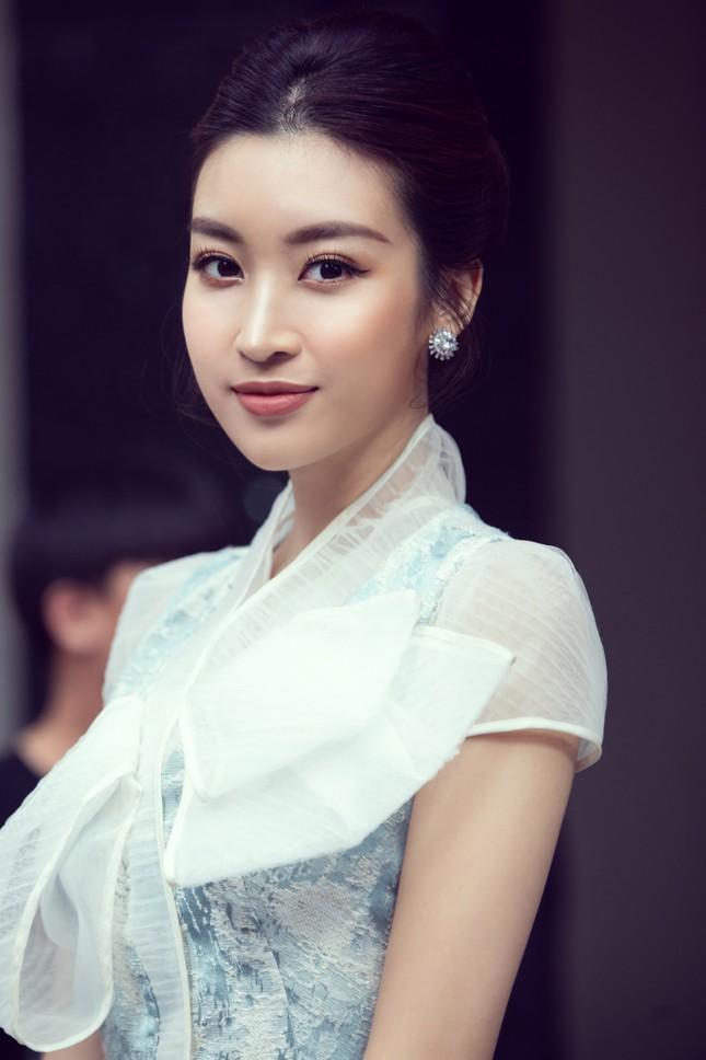 Hoàng Thuỳ khoe vòng 1 nóng bỏng, Lương Thuỳ Linh kiêu sa tựa công chúa ảnh 15
