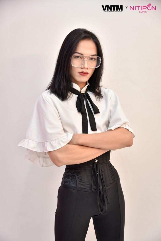 'Bản sao' của Hoàng Thuỳ lọt top 30 Vietnam's Next Top Model 2020 ảnh 12