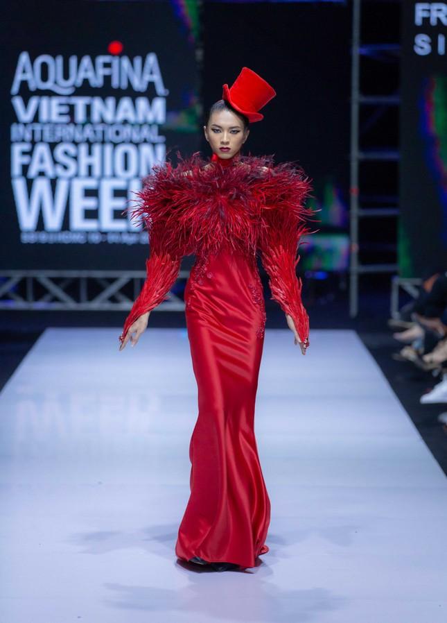 'Bản sao' của Hoàng Thuỳ lọt top 30 Vietnam's Next Top Model 2020 ảnh 6