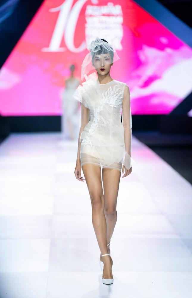 'Bản sao' của Hoàng Thuỳ lọt top 30 Vietnam's Next Top Model 2020 ảnh 4