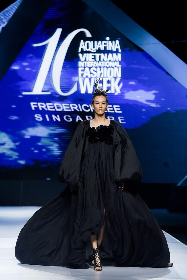 'Bản sao' của Hoàng Thuỳ lọt top 30 Vietnam's Next Top Model 2020 ảnh 3
