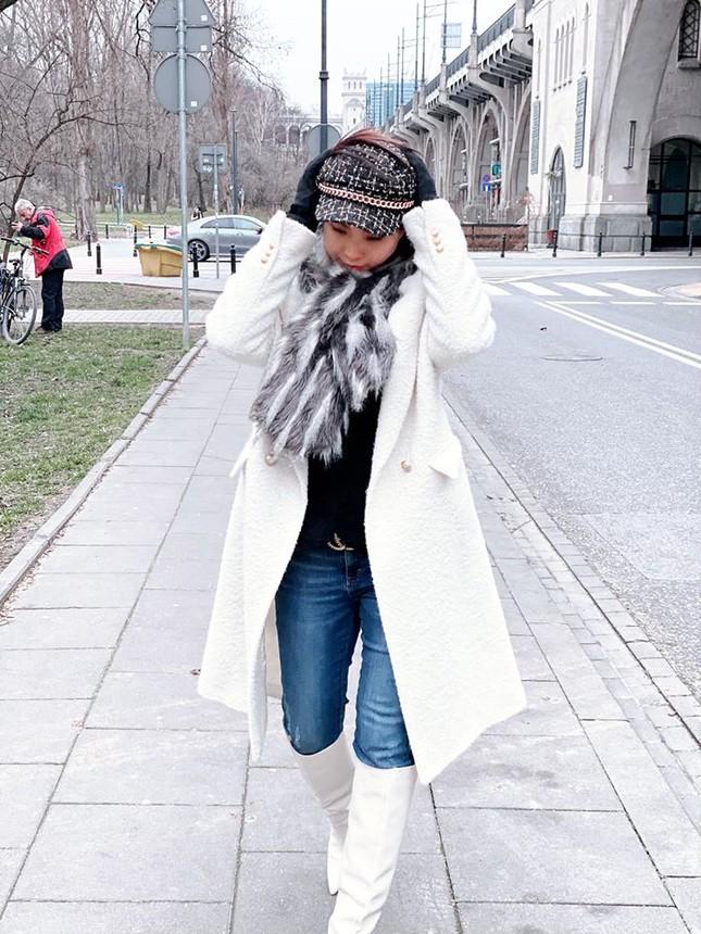 Mai Phương Thuý sắc lạnh tựa nữ điệp viên, hờ hững áo vest khoe vòng 1 nóng bỏng ảnh 12
