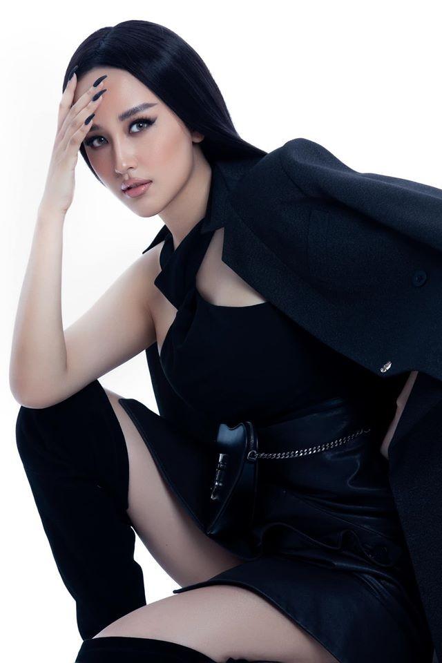 Mai Phương Thuý sắc lạnh tựa nữ điệp viên, hờ hững áo vest khoe vòng 1 nóng bỏng ảnh 3