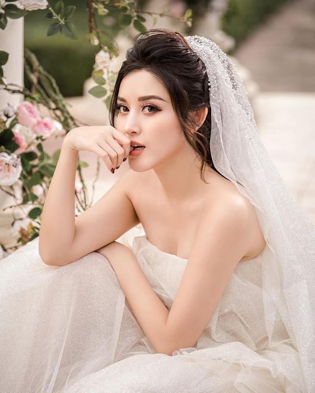 Hoa hậu Tiểu Vy, Lương Thuỳ Linh lo lắng khi Julia Morley mắc Covid-19 ảnh 8