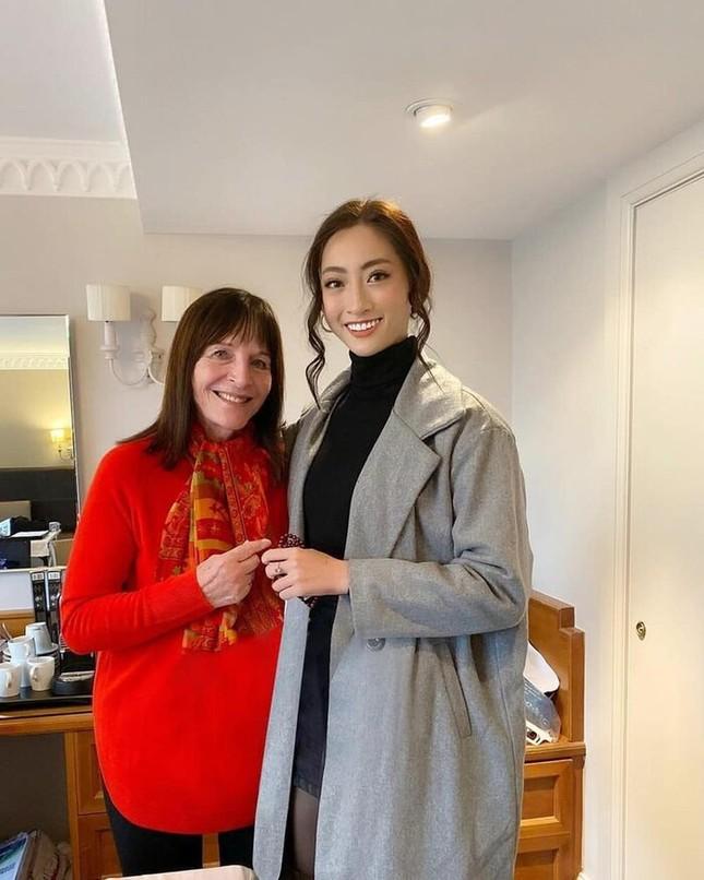 Hoa hậu Tiểu Vy, Lương Thuỳ Linh lo lắng khi Julia Morley mắc Covid-19 ảnh 3