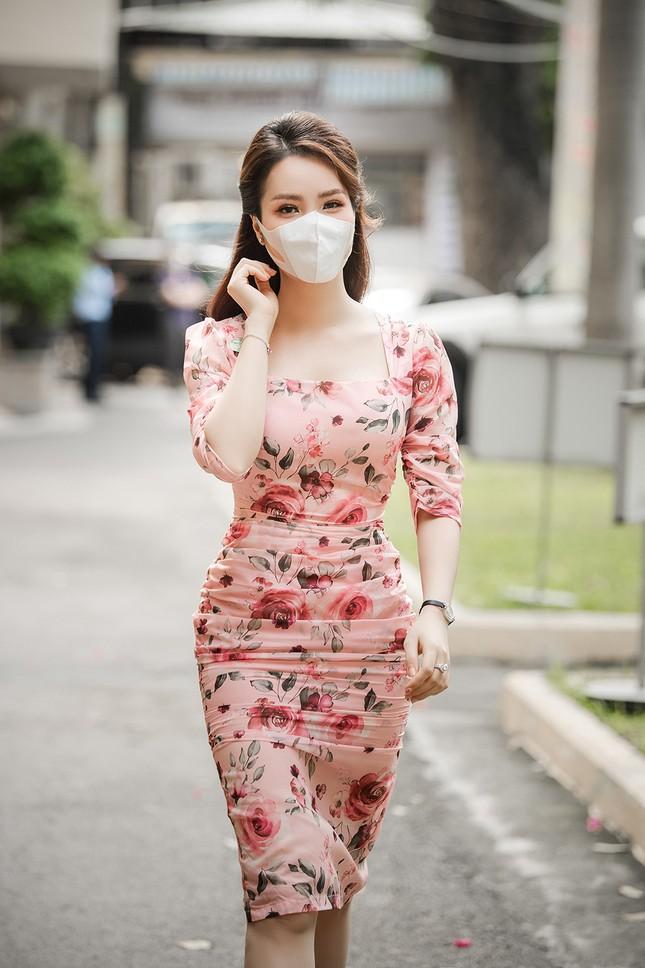 Đeo khẩu trang kín mít dự sự kiện, Á hậu Thuỵ Vân vẫn xinh đẹp đầy cuốn hút ảnh 1