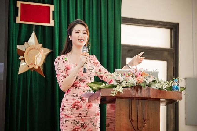 Đeo khẩu trang kín mít dự sự kiện, Á hậu Thuỵ Vân vẫn xinh đẹp đầy cuốn hút ảnh 11